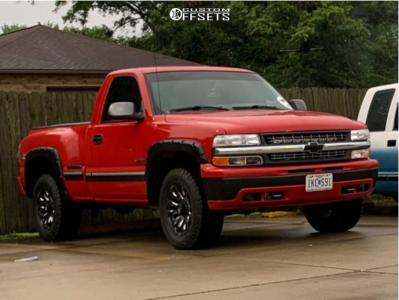 "2000 Chevrolet Silverado 1500 - 18x9 10mm - Fuel Blitz D673 - Stock Suspension - 31"" x 10.5"""
