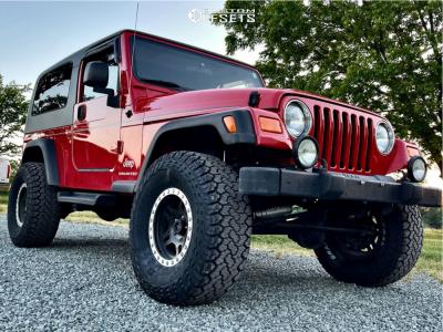 "2004 Jeep Wrangler - 15x8 0mm - Pro Comp 31 - Suspension Lift 3"" - 33"" x 12.5"""