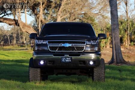 "2007 Chevrolet Silverado 1500 Classic - 20x12 -44mm - Fuel Krank - Suspension Lift 4"" - 33"" x 12.5"""
