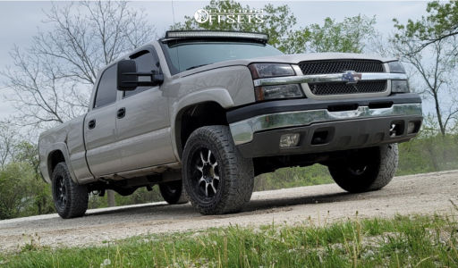 "2005 Chevrolet Silverado 1500 HD - 18x10 18mm - Moto Metal Mo970 - Stock Suspension - 31"" x 10.5"""