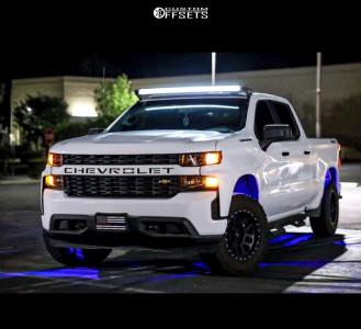 "2019 Chevrolet Silverado 1500 - 18x5 0mm - Method Mr305 - Stock Suspension - 32"" x 7.5"""