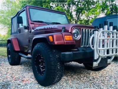 "2002 Jeep Wrangler - 15x10 -43mm - Fuel Lethal D567 - Suspension Lift 4"" - 33"" x 12.5"""
