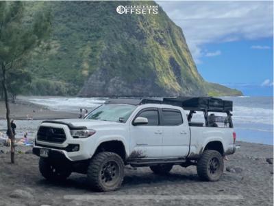 "2018 Toyota Tacoma - 20x10 -24mm - Fuel Revolver - Suspension Lift 6"" - 33"" x 12.5"""