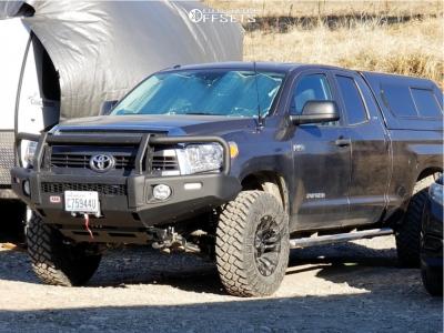 """2015 Toyota Tundra - 18x9 -12mm - Fuel 560 - Suspension Lift 4"""" - 35"""" x 11.5"""""""