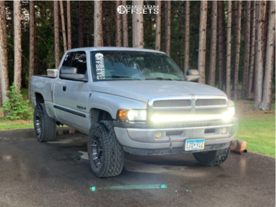 """2001 Dodge Ram 1500 - 17x9 -12mm - Panther Offroad 501 - Stock Suspension - 33"""" x 12.5"""""""