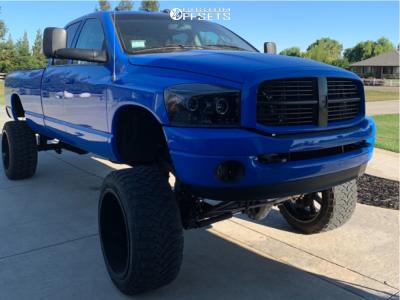 "2003 Dodge Ram 3500 - 24x5 -190.5mm - Fuel Maverick - Suspension Lift 7.5"" & Body 3"" - 37"" x 14.5"""