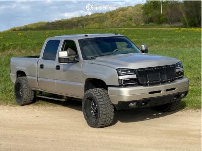 """2005 Chevrolet Silverado 2500 HD Classic - 20x12 0mm - Fuel Triton - Stock Suspension - 33"""" x 12.5"""""""