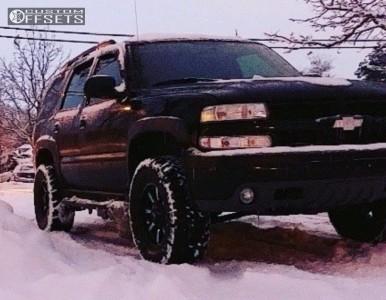 2004 Chevrolet Tahoe - 17x8 0mm - Moto Metal Mo970 - Leveling Kit - 295/70R17