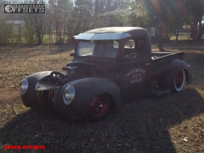 1941 Ford Classic Pickup - 15x7 0mm - Spaced Out Stockers Spaced Out Stockers - Lowered 4F / 6R - 165/80R15