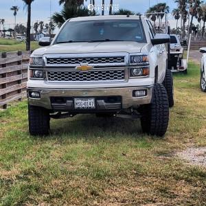 """2014 Chevrolet Silverado 1500 - 20x12 -44mm - Fuel Blitz D673 - Suspension Lift 6"""" - 35"""" x 12.5"""""""