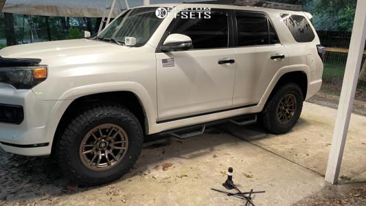 2016 Toyota 4Runner - 17x8.5 -0mm - Icon Alloys Vector 6 - Leveling Kit - 285/70R17