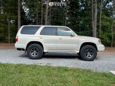 "2002 Toyota 4Runner - 16x8 -11mm - Level 8 MK6 - Suspension Lift 2.5"" - 265/75R16"