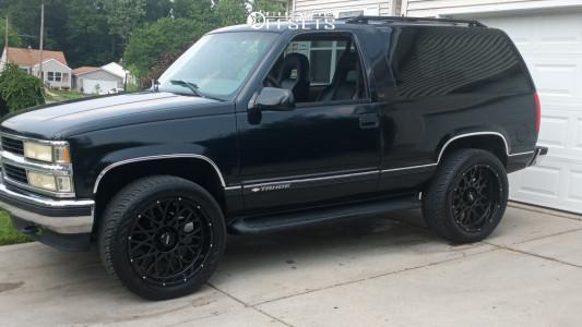 1999 Chevrolet Tahoe - 22x10 -19mm - Vision Rocker 412 - Stock Suspension - 305/45R22