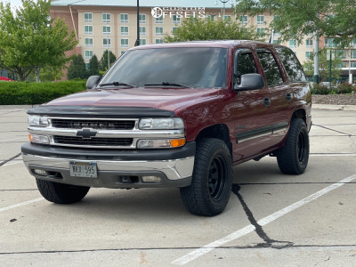 2001 Chevrolet Tahoe - 17x9 -38mm - Pro Comp Series 97 - Leveling Kit - 265/70R17