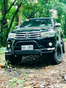 """2017 Toyota Hilux - 17x8 -10mm - Stealth Custom Series Ray 10 - Suspension Lift 2.5"""" - 275/70R17"""