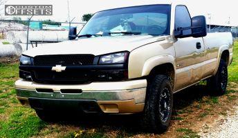 "2004 Chevrolet Silverado 2500 - 17x8.5 1mm - American Outlaw 002R - Stock Suspension - 32"" x 10.5"""