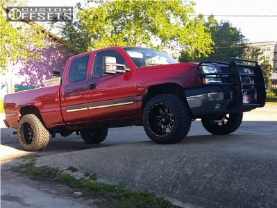 """2004 Chevrolet Silverado 1500 - 20x12 -44mm - Fuel Maverick D538 - Suspension Lift 4.5"""" - 33"""" x 12.5"""""""