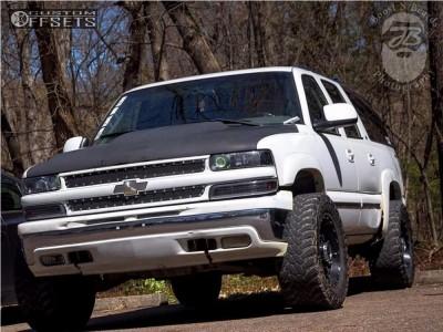 """2001 Chevrolet Suburban 2500 - 18x9 -12mm - XD Hoss - Leveling Kit - 33"""" x 12.5"""""""