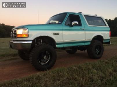 """1995 Ford Bronco - 18x9 18mm - Moto Metal Mo961 - Suspension Lift 6"""" - 35"""" x 12.5"""""""