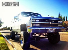 """1989 Chevrolet V2500 Suburban - 16x10.5 20mm - Weld Racing Forged - Suspension Lift 6"""" - 33"""" x 12.5"""""""
