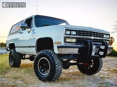"1989 Chevrolet Blazer - 17x9 0mm - Mickey Thompson Classic Baja Lock - Suspension Lift 6"" - 35"" x 12.5"""
