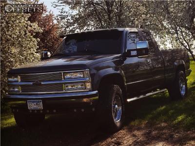 2000 Chevrolet K2500 - 17x9 -12mm - Helo He791 - Stock Suspension - 285/70R17