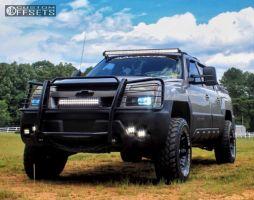 "2004 Chevrolet Avalanche - 16x8 0mm - American Racing Atlas - Suspension Lift 3.5"" - 33"" x 12.5"""