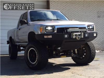 """1989 Toyota Pickup - 15x8 -22mm - Mickey Thompson Classic Baja Lock - Suspension Lift 5"""" - 32"""" x 11.5"""""""