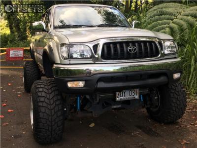 "2003 Toyota Tacoma - 15x14 -102mm - Weld Racing Sidewinder - Suspension Lift 7"" & Body 3"" - 33"" x 12.5"""