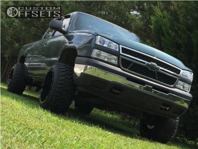 "2007 Chevrolet Silverado 1500 Classic - 20x14 -76mm - Fuel Maverick - Leveling Kit & Body Lift - 33"" x 12.5"""