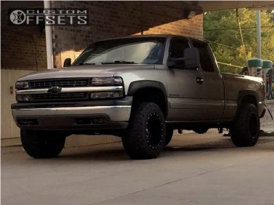 "2000 Chevrolet Silverado 1500 - 18x12 -44mm - Fuel Maverick - Leveling Kit - 33"" x 12.5"""