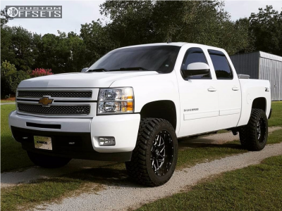"2013 Chevrolet Silverado 1500 - 20x10 -24mm - Hostile Sprocket - Suspension Lift 3.5"" - 33"" x 12.5"""