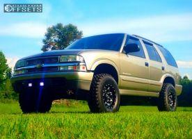 "2000 Chevrolet Blazer - 15x8 -18mm - Fuel Lethal - Suspension Lift 3"" - 31"" x 10.5"""