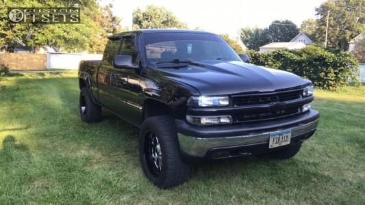 "1999 Chevrolet Silverado 1500 - 20x10 -24mm - XD Buck - Suspension Lift 3"" - 305/55R20"