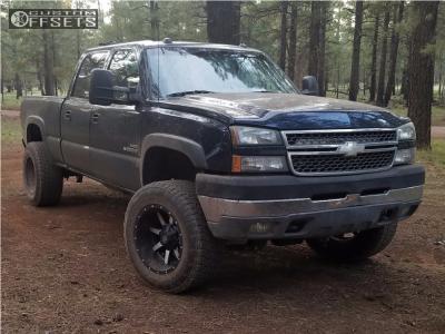 "2005 Chevrolet Silverado 2500 HD Classic - 20x12 -44mm - Fuel Maverick - Suspension Lift 6"" - 325/60R20"
