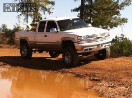 "2002 Chevrolet Silverado 1500 - 17x9 0mm - XD Armour - Suspension Lift 6"" - 35"" x 12.5"""