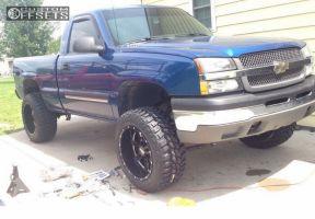 "2004 Chevrolet Silverado 1500 - 20x12 -44mm - Moto Metal MO962 - Suspension Lift 4"" - 305/50R20"