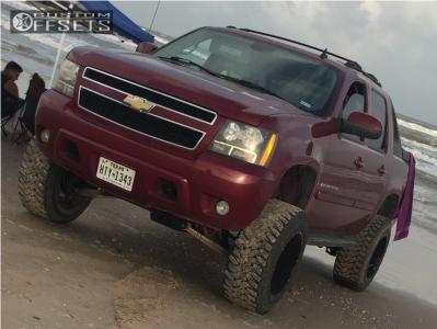 "2007 Chevrolet Avalanche - 20x12 -44mm - Xtreme Mudder Xm-319 - Suspension Lift 7.5"" - 35"" x 12.5"""