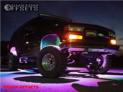 "1996 Chevrolet Tahoe - 15x8 -30mm - American eagle 58 - Suspension Lift 6"" - 33"" x 12.5"""