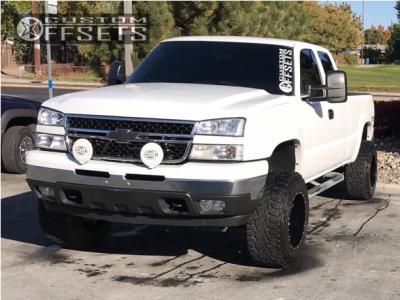 "2006 Chevrolet Silverado 1500 - 18x12 -44mm - Moto Metal Mo962 - Suspension Lift 6"" - 33"" x 12.5"""