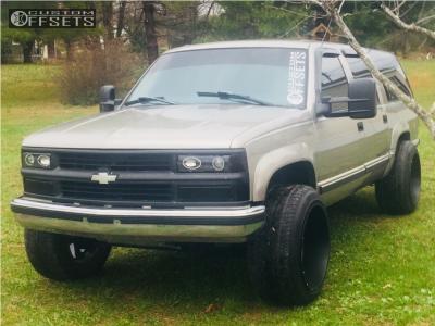 1999 Chevrolet K1500 Suburban - 22x14 -76mm - Hostile Exile - Stock Suspension - 285/45R22