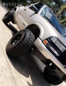 "2001 Chevrolet S10 - 15x10 -43mm - Fuel Lethal - Suspension Lift 5.5"" - 31"" x 10.5"""