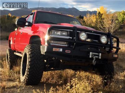 "2000 Chevrolet K2500 - 20x12 -44mm - Hostile Gauntlet - Suspension Lift 6"" - 37"" x 13.5"""