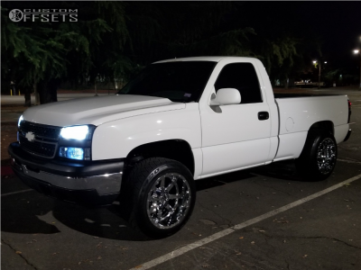 "2006 Chevrolet Silverado 1500 - 20x12 -44mm - Fuel Maverick D536 - Suspension Lift 4.5"" - 285/50R20"