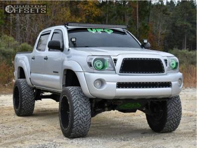 "2006 Toyota Tacoma - 22x12 -44mm - Fuel Renegade - Suspension Lift 6"" - 35"" x 12.5"""