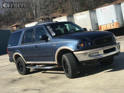 1998 Ford Expedition - 17x9 18mm - Helo He879 - Stock Suspension - 285/70R17