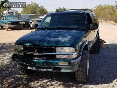 "2004 Chevrolet S10 Blazer - 15x7 -6mm - American Racing Outlaw Ii - Leveling Kit - 31"" x 10.5"""