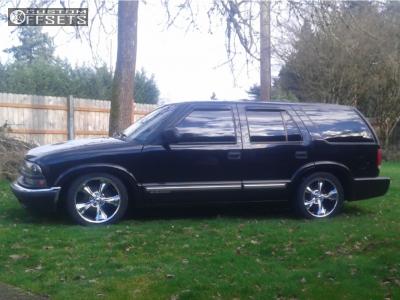 2001 Chevrolet Blazer - 18x8 0mm - Ridler Style 695 - Lowered 5F / 7R - 235/40R18