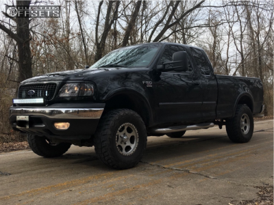 """2001 Ford F-150 - 16x8 10mm - Ultra Rogue 175 - Suspension Lift 4"""" - 285/75R16"""
