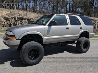"2004 Chevrolet S10 Blazer - 15x10 -39mm - Vision D Window - Suspension Lift 6"" & Body 3"" - 33"" x 12.5"""